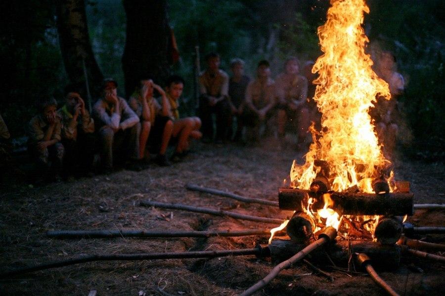 лагере в палаточном вечерний вечер огонек знакомств