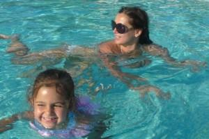 Певица Галлина отдохнула с восьмилетней дочерью на Кипре